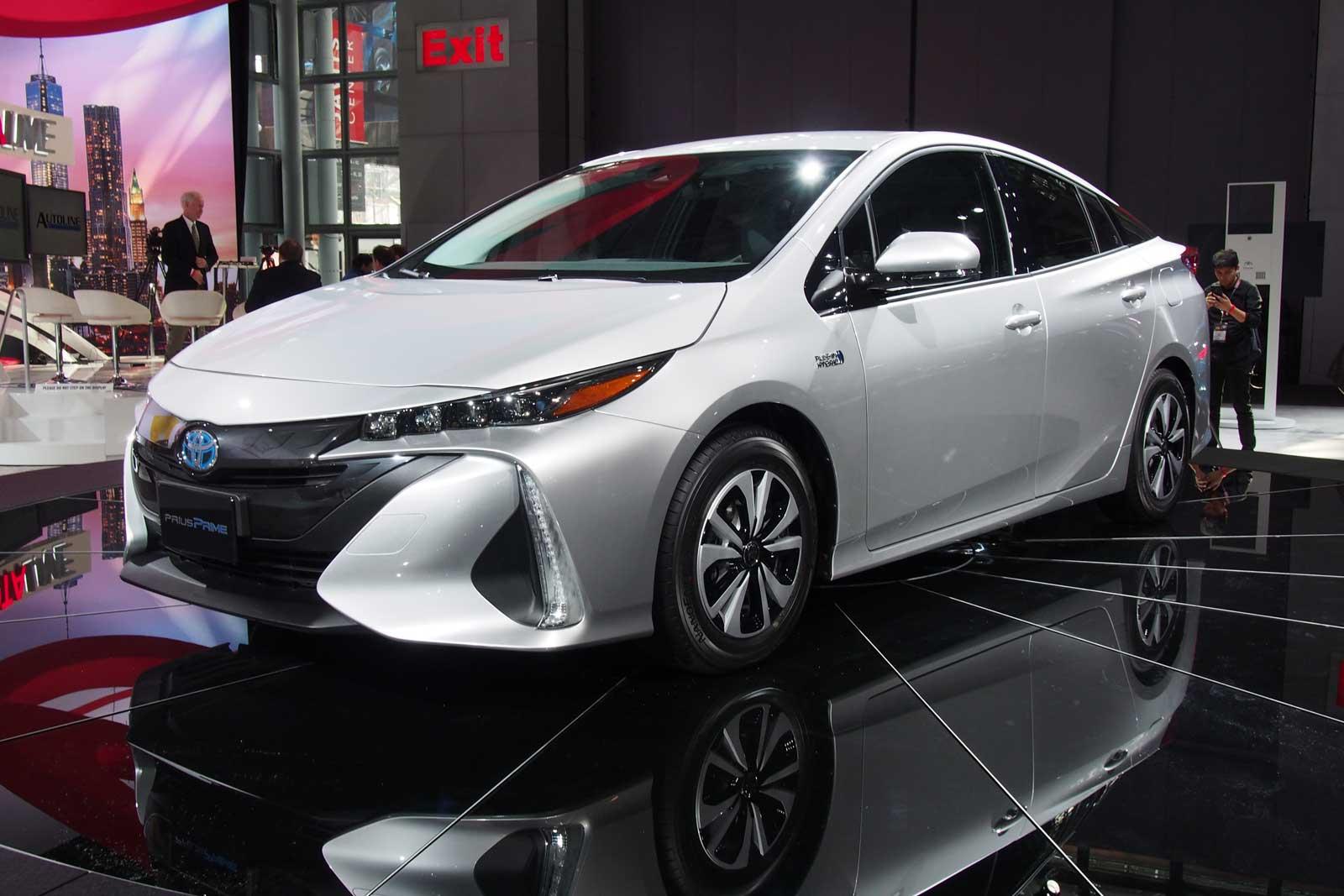 2017-Toyota-Prius-Prime-Front-03