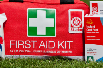 Car First Aid Kit List Requirements (Emergency kit)
