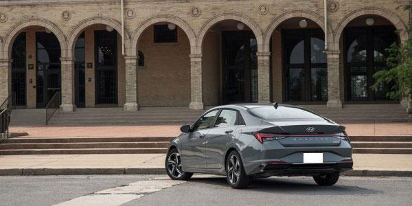 2021 Hyundai Elantra Hybrid Impresses but Doesn't Hit 50 MPG
